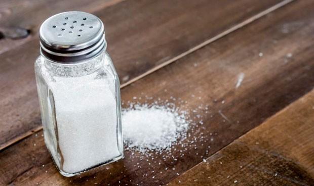 Piden que la sal tenga etiquetas de advertencia sanitaria como el tabaco