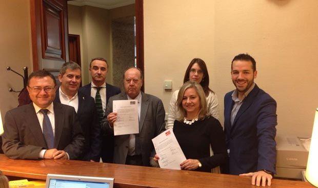 Plan de choque del PSOE contra la obesidad: cambiar refrescos por agua