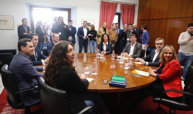 PP-C's ya tienen pacto para gobernar Andalucía y plan de choque en sanidad
