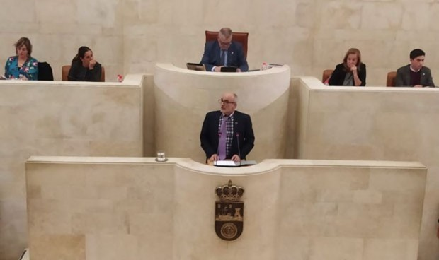 PRC y PSOE evitan que el Parlamento pida el cese del consejero de Sanidad