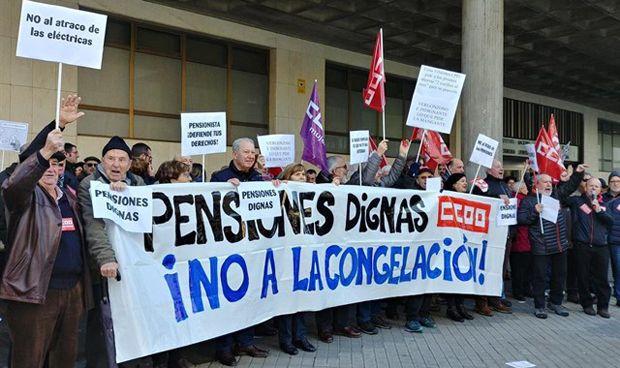 Presencia sanitaria en el manifiesto para garantizar las pensiones