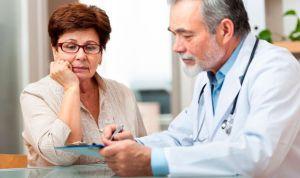 Los médicos veteranos recetan más antibióticos