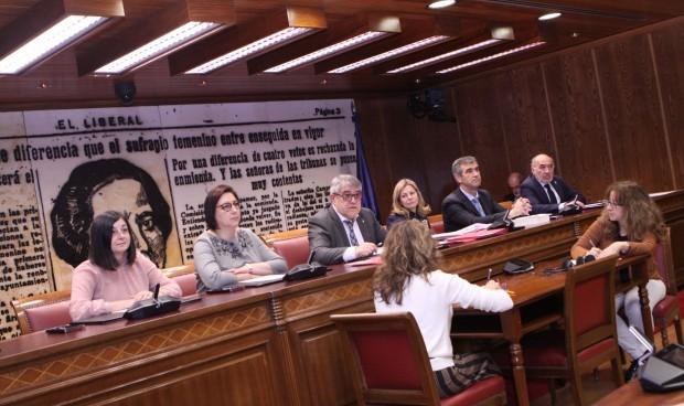 Primer cara a cara entre los senadores sanitarios y Salvador Illa
