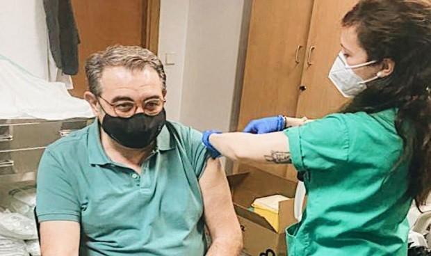 Primer consejero de Sanidad vacunado del Covid-19 en España