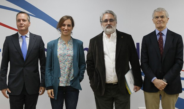 Privada, 35 horas y carrera: las claves del debate de la sanidad madrileña