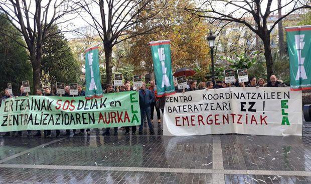 Protesta de los sanitarios de Emergencias vascas por el anuncio de recortes