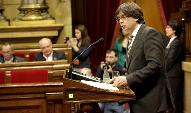 Puigdemont promete 2.500 plazas para médicos y enfermeros en 2017