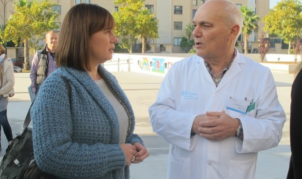 Que el profesor haga de médico hasta que lleguen los servicios sanitarios