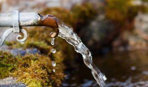 """Qué es el """"agua cruda"""" y por qué no se debe beber aunque esté de moda"""