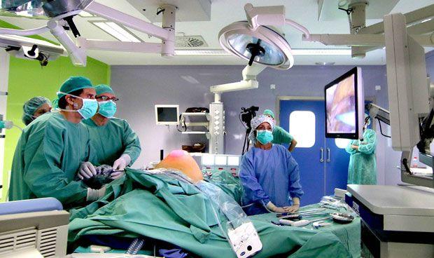 Quirónsalud emite por primera vez en 'streaming' una cirugía de hernia