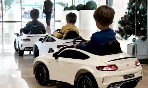 Quirónsalud recibe 4 vehículos eléctricos para llevar niños a quirófano
