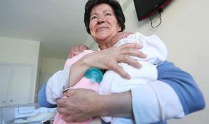 Quitan la custodia a la madre que dio a luz con 64 años en Burgos