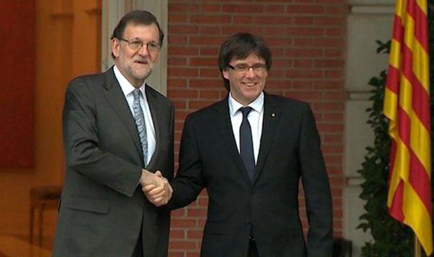 Rajoy ofrece a Puigdemont dialogar sobre la financiación de la sanidad