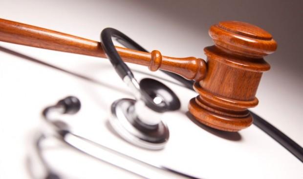 La práctica totalidad de los médicos se ha enfrentado a una reclamación