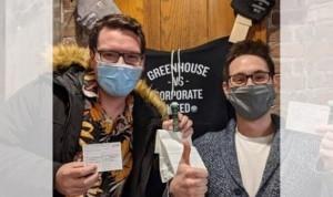 Donuts, marihuana y 6 regalos por presentar un certificado de vacuna Covid