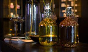 Relacionan el aceite esencial con el aumento del pecho en jóvenes varones