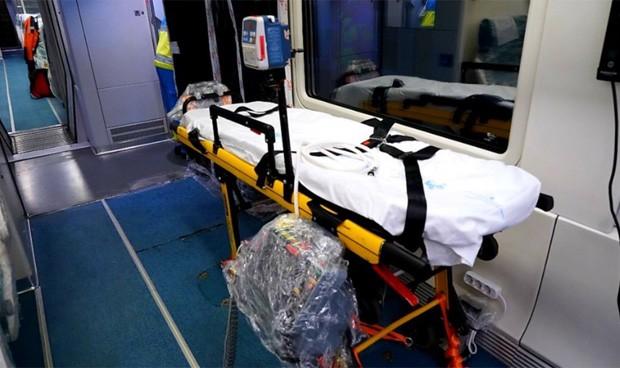Renfe enseña sus trenes medicalizados Covid-19