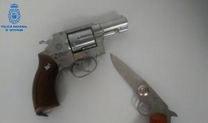 Acude con un revólver a la consulta y amenaza a su médico con usarla