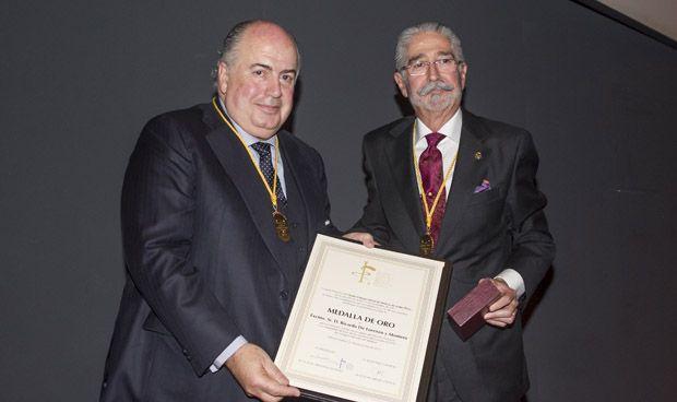 Ricardo De Lorenzo recibe la Medalla de Oro de los Médicos de Álava