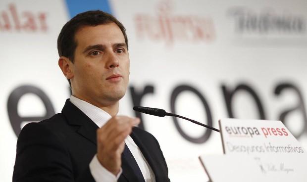 Rivera da 'carta blanca' a Rajoy en sanidad para ser investido presidente