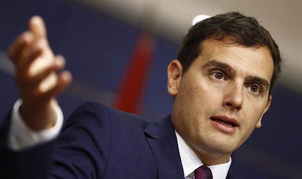 Rivera pide una ley que avale la donación sanitaria 'a lo Amancio Ortega'