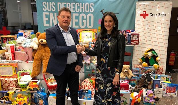 Roche colabora con Cruz Roja recolectando más de 100 regalos de Navidad