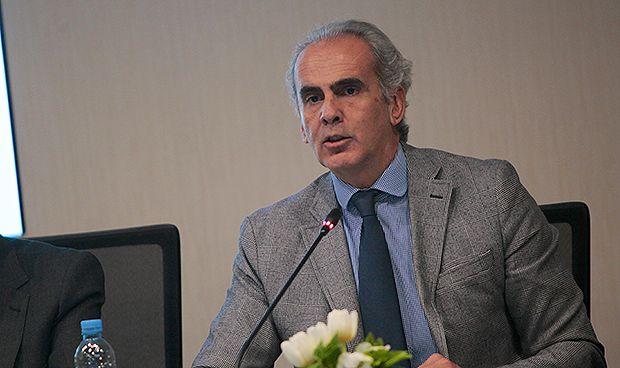 Ruiz Escudero anuncia la creación de una escuela de directivos sanitarios