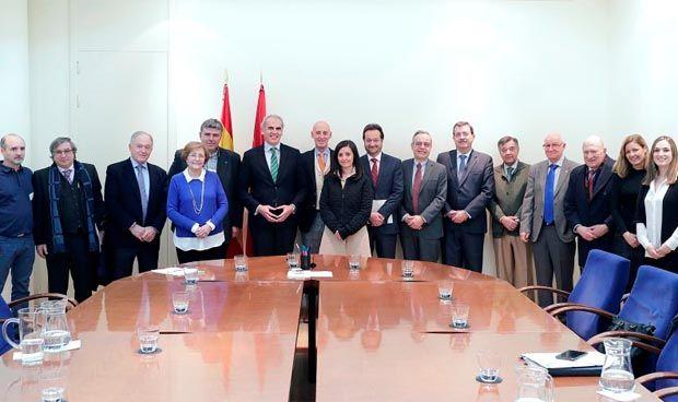 Ruiz Escudero se reúne con los Colegios Profesionales vinculados al Sermas