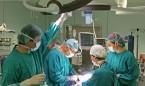 Salvar la vida de su hija donando parte del hígado le cuesta el despido