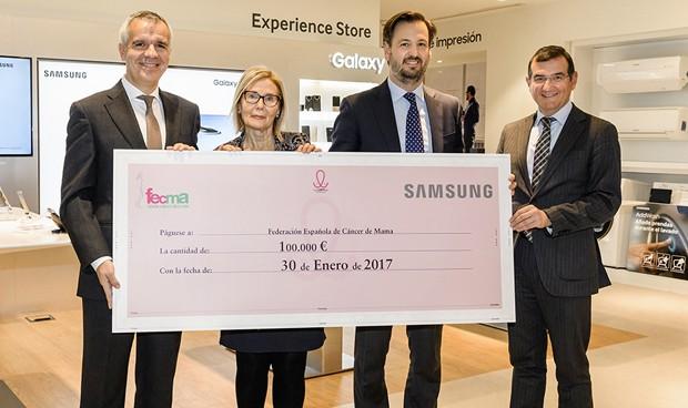 Samsung entrega 100.000 euros a Fecma para la lucha contra el cáncer
