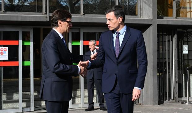"""Sánchez alaba el """"compromiso profesional"""" para hacer frente al coronavirus"""
