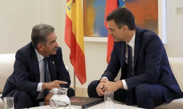 Sánchez busca asegurar el apoyo de Revilla con Valdecilla en la mesa