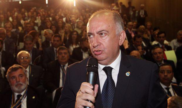 Sánchez Luque aboga por medidas que mejoren la relación médico-paciente
