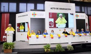 Sánchez Martos apadrina la graduación de los alumnos de Medicina del CEU