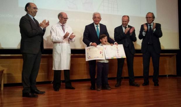Sánchez Martos entrega el premio infantil de dibujo sobre higiene de manos