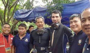 Sanidad condecora al buzo español que participó en el rescate de Tailandia
