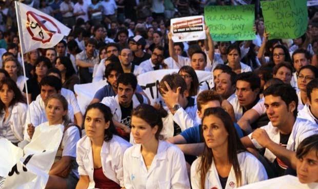 Sanidad, cuarto sector que más españoles demanda para trabajar fuera