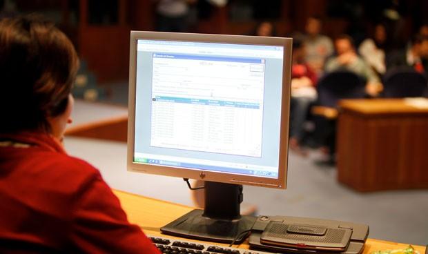 Sanidad elimina los nombres en la retransmisión de asignación de plazas MIR