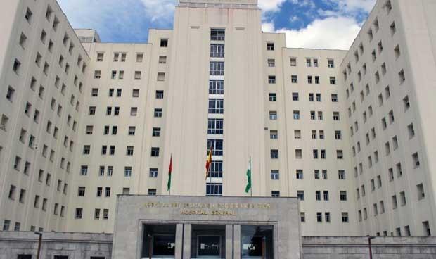 Sanidad logra un acuerdo para reubicar a los profesionales en Granada