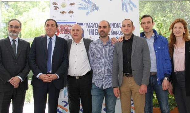 Sanidad premia a tres hospitales en el concurso sobre higiene de manos