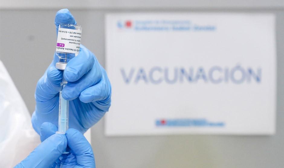 Sanidad prioriza la edad a otros parámetros en la vacunación Covid