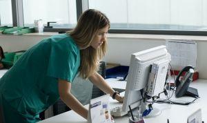 Sanidad renovará 8.000 equipos informáticos para agilizar las consultas