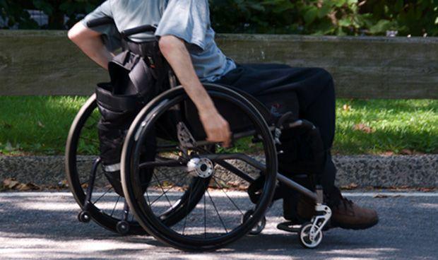 Sanidad retira el transporte a jóvenes con parálisis cerebral