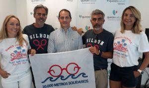 Sanitarios de Quirónsalud Málaga nadan en favor de las terapias infantiles