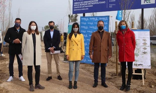 Sanitas realiza la primera donación para el Bosque Metropolitano de Madrid