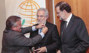 Santalices, presidente del parlamento gallego, insignia de Oro Asomega 2018