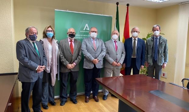Andalucía impulsa la suma de médicos voluntarios para vacunar del Covid-19