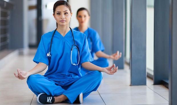 Se busca sanitario meditador. Razón: evaluar la eficacia del 'mindfulness'