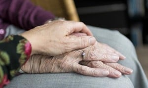 Sentirse solo aumenta el riesgo de morir un año después de recibir el alta