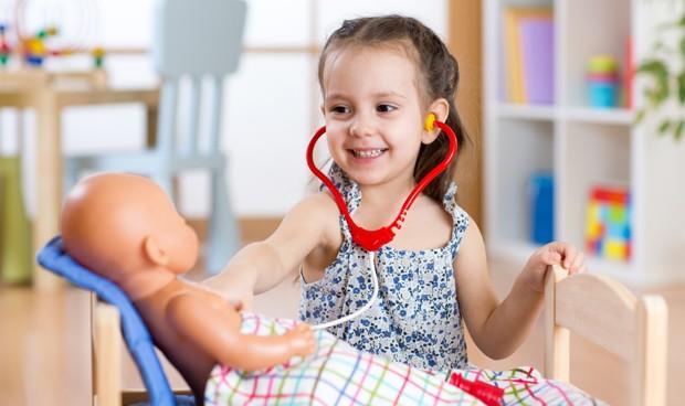 Ser médico es el sueño del 16% de las niñas y el 6% de los niños españoles